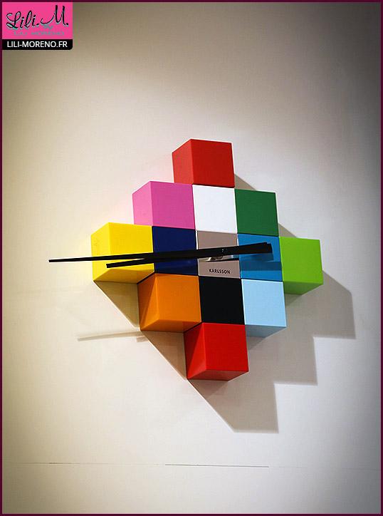 Une horloge, tout en couleurs