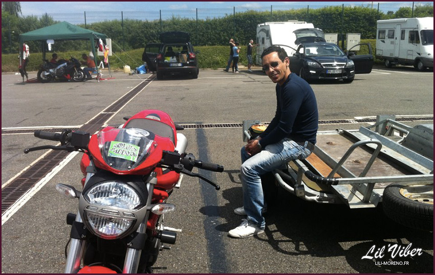 Aux petits soins pour ma moto