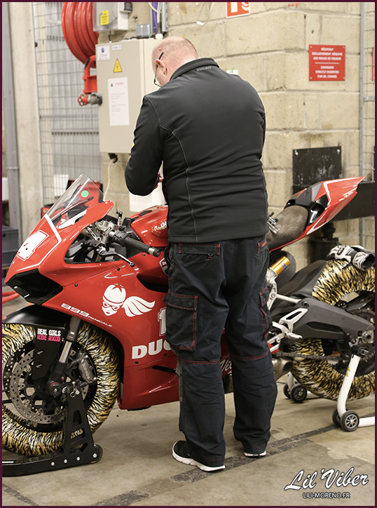 """Thierry """"Monsieur Ducati"""" au boulot sur Panini"""